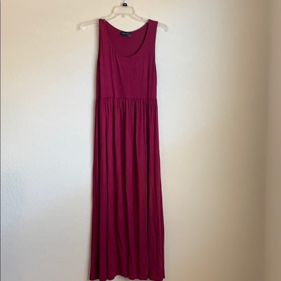 Mother Bee Dresses & Skirts - Mother Bee Maroon Maxi Dress